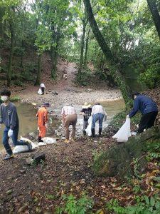 川の清掃活動